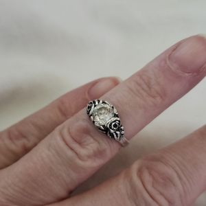 Silver ring Detailing a Rose each side CZ size 5.5
